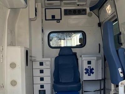 zabudowa-medyczna-samochodu-3