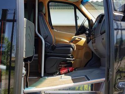 Bus 413